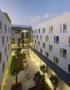 exterior courtyard view of richardson apartments